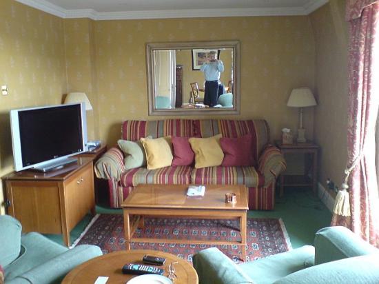 Parkes Hotel: Living area Parkes suite