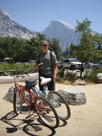 Yosemite West High Sierra Bed and Breakfast: cycling in the valley