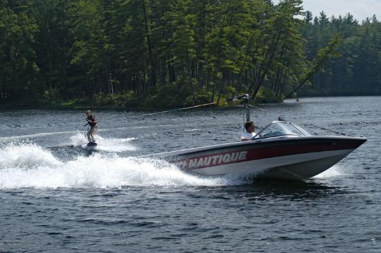 Madison, NH: Waterskiing