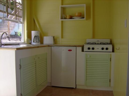 Mango Bay Cottages: the cozy kitchen