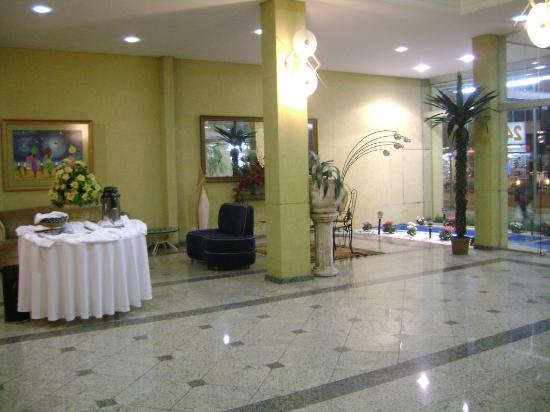 Hotel Foz do Iguaçu: One side of the Lobby