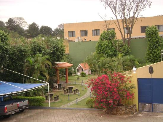 Hotel Foz do Iguacu: Backyard of the hotel