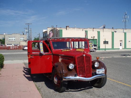 Marcus Daly Motel: Vintage Tour Bus
