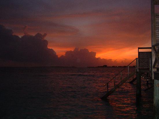 Komandoo Maldives Island Resort: fabulous sunsets