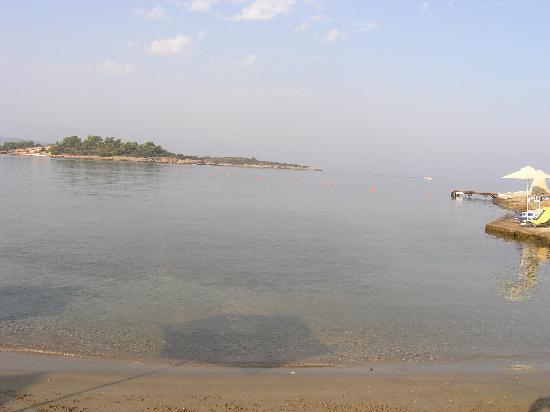 AKS Hinitsa Bay: Hinitsa beach view