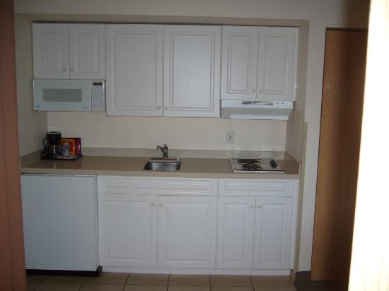 Comfort Suites: Kitchen Area