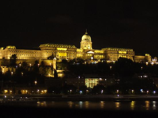 InterContinental Budapest: Night time view from Room 629
