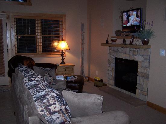 Solitude Cabins: livng room