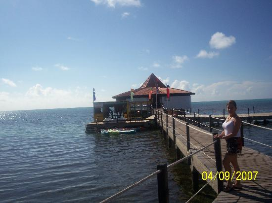 Royal Decameron Aquarium: Muelle del hotel