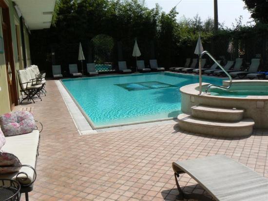 Hotel San Pietro: Pool area