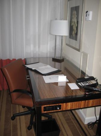 The Westshore Grand, A Tribute Portfolio Hotel, Tampa : Desk Area of Intercontinental Hotel Tampa Guestroom
