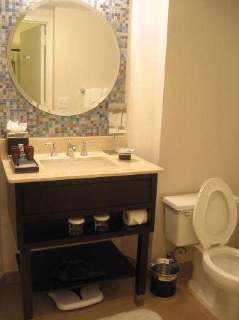 The Westshore Grand, A Tribute Portfolio Hotel, Tampa : Bathroom in Intercontinental Hotel Tampa Guestroom
