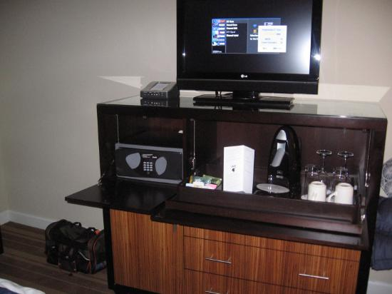 Entertainment Center in Intercontinental Hotel Tampa Guestroom