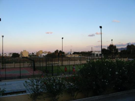 Leonidas Hotel & Studios: View of tennis court next door to hotel