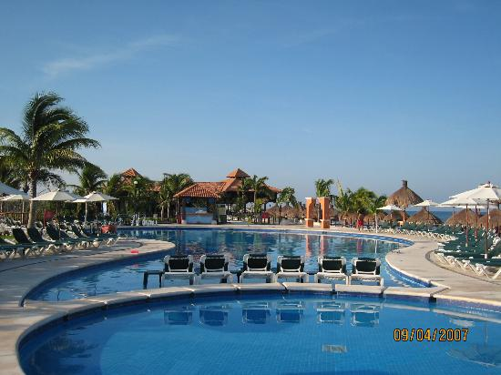 Royal Level at Occidental Cozumel: Main pool (of two)