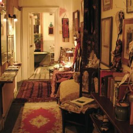 Brendan House & Tin Jug Studio: Magical Hallway to oldest Bath in Birr