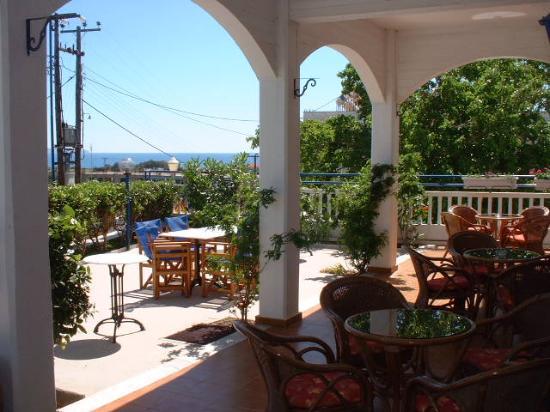 Hotel Panorama Gennadi: Au calme de la terrasse