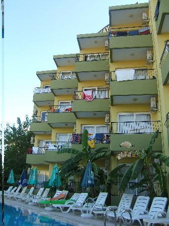 Welcome Sertkaya Hotel: hotel block by the pool