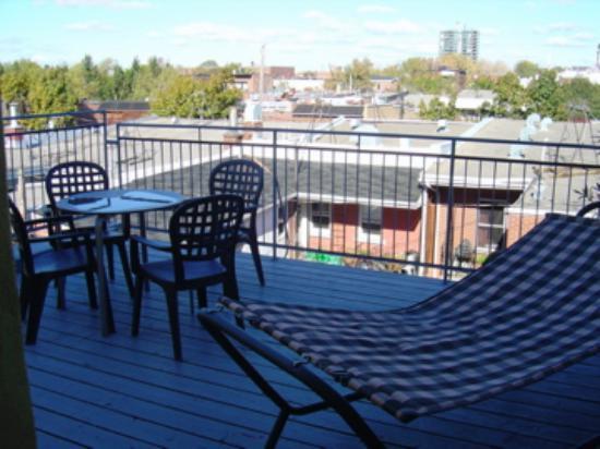 Anne Ma Soeur Anne: outdoor deck