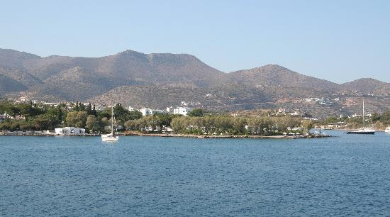 Minos Beach Art hotel: view of hotel from AgNik port