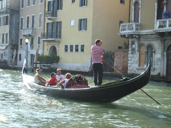 Ai Tre Ponti: Gondola