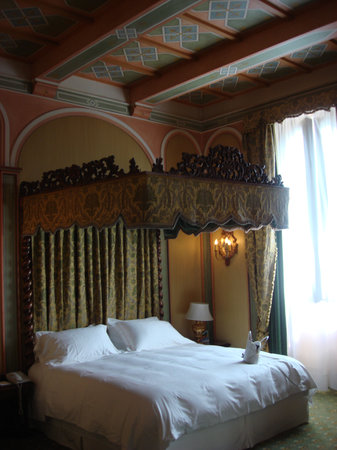 The St. Regis Florence : The Bed in Room 222