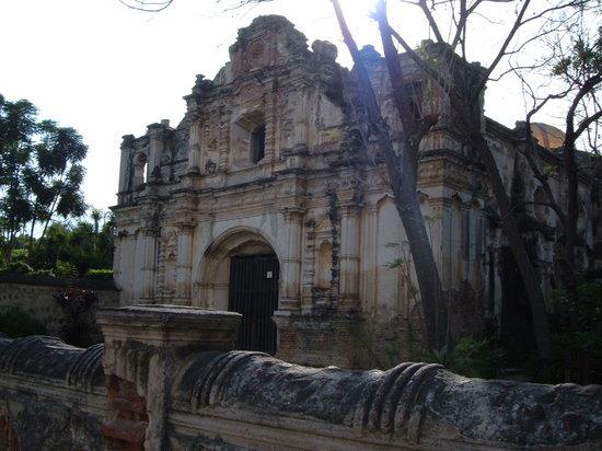هوتل كازا سانتو دومينجو: Colonial Antigua Architecture