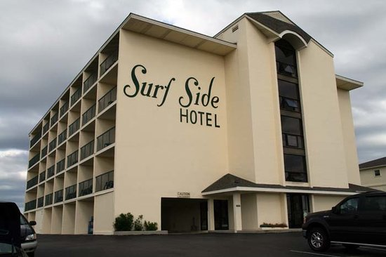Surf Side Hotel : Front view of the hotel