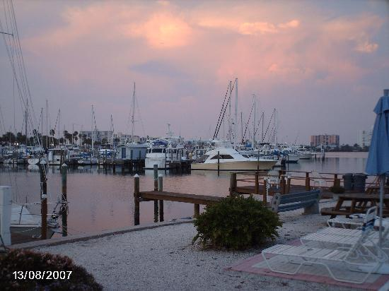 Sea Captain Resort on the Bay: Waterway at sunset