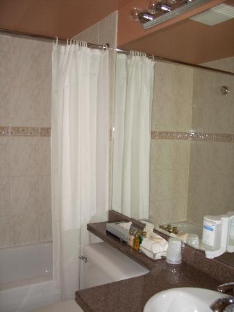 كارمينا بلازا: bathroom