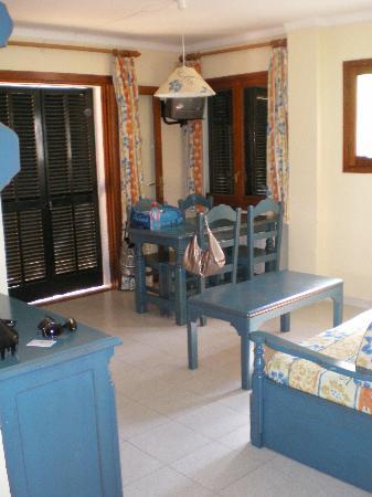 Es Bolero Aparthotel: Living / dining area