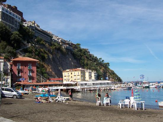 Marina Grande with the Hotal Belair on the cliff