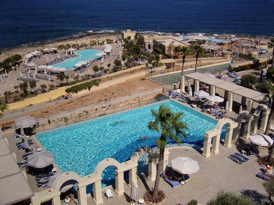 Hilton Malta: vue sur les piscines