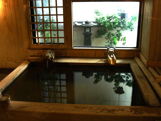 Sukeroku No Yado Sadachiyo: The wood bath onsen (the other one is stone)