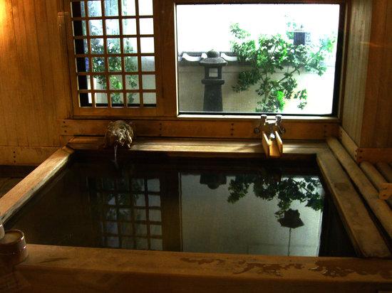 Sukeroku No Yado Sadachiyo : The wood bath onsen (the other one is stone)
