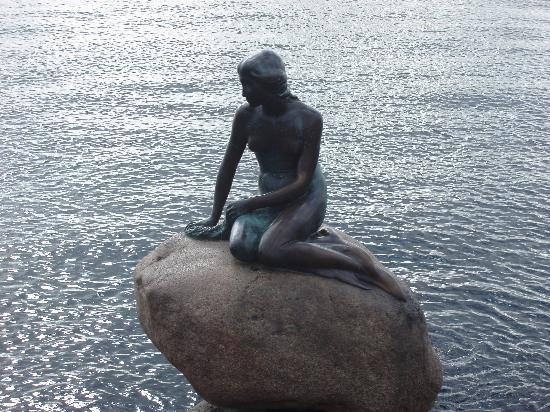 Adina Apartment Hotels CopenHagen: little mermaid