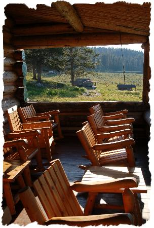 ‪‪Nine Quarter Circle Ranch‬: Nice Seats on the Ranch Porch‬