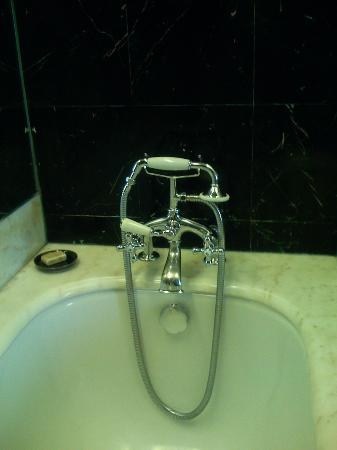 COMO The Halkin: Hand held shower...there was also a showerhead mounted on the wall.