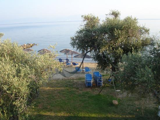 Aegean Sun Apartments: View of the garden and beach