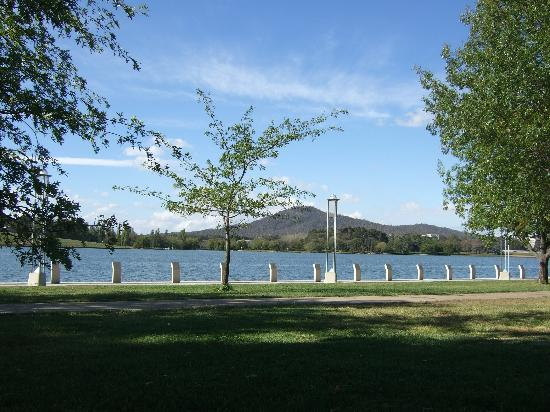 Hyatt Hotel Canberra: A view of Lake Burley Griffin.