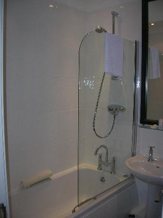 City Aparthotel Glasgow : Bathroom
