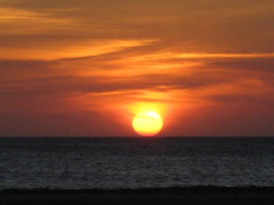 Aruba Beach Villas : Gorgeous sunset - taken from the hotel