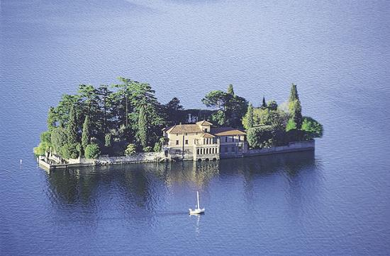 Lago d'Iseo : St Paolo island on the Iseo lake