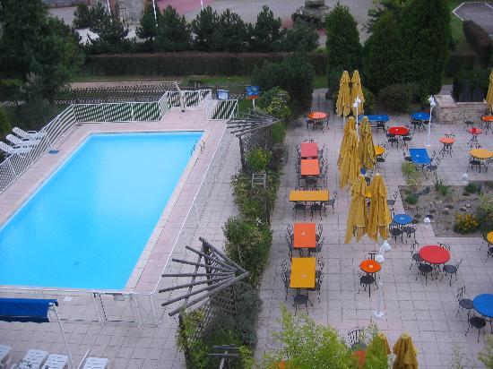 Novotel Nancy : swimmingpool hotel
