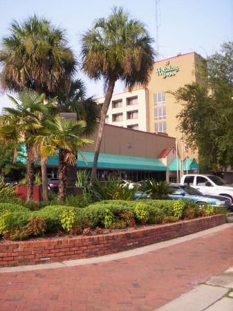 Holiday Inn Gainesville University Center: even the outside is cleaned up