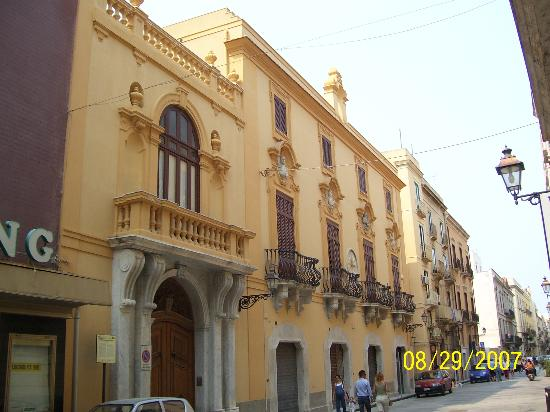 Le Chiavi di San Francesco Residence : The restored buildings in Old Trapani