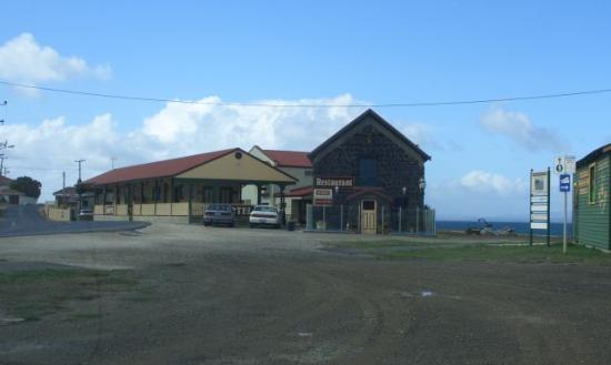 Stanley Village Waterfront Accommodation: The motel and restaurant