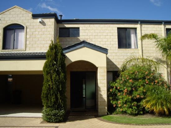 Belmont, Australia: Outside view of apartment