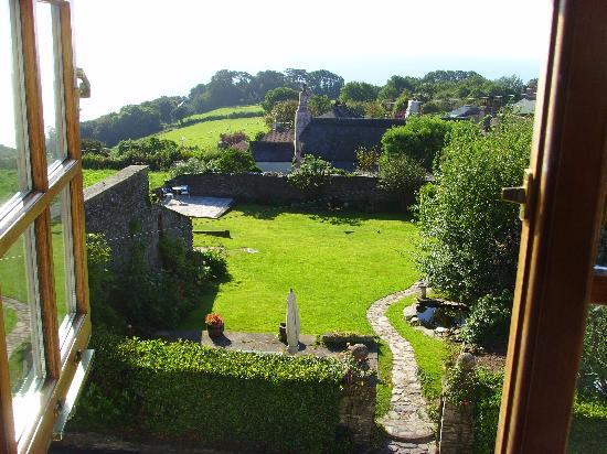 Strete Barton House: garden