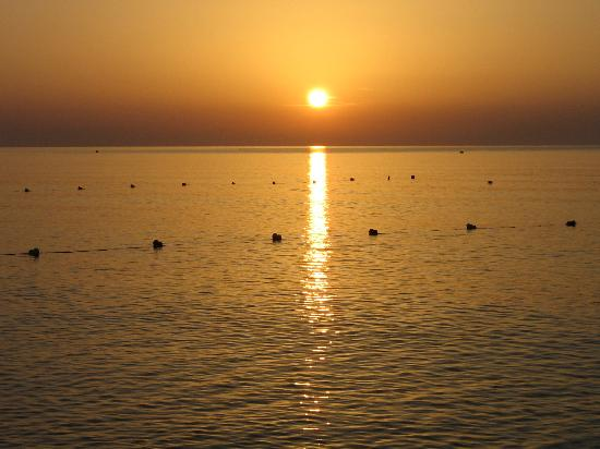 alba sulla spiaggia di Faliraki